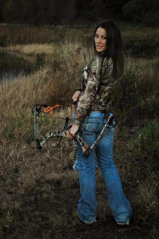 Sexy women who hunt